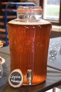 Icetea in een glazen fles